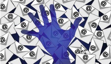 Image montrant une main qui semble intercepter du courrier spam