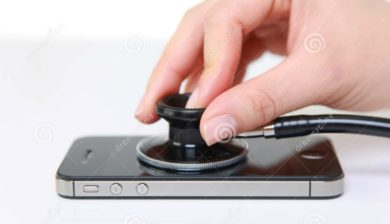 smartphone-examiné-avec-un-stéthoscope (photo dreamstime)